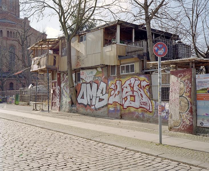 http://www.florianthein.de/files/gimgs/th-21_baumhaus-an-der-mauer_14108117591_o.jpg
